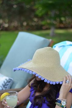 Pom pom sun hat DIY // too cute!