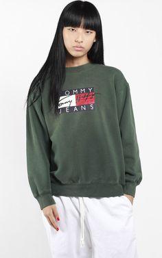 Vintage Tommy Hilfiger Logo Sweatshirt Tommy Hilfiger fc075088f9