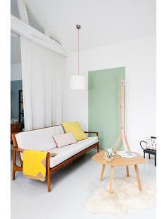Un rectangle de peinture pastel appliqué sur un mur blanc