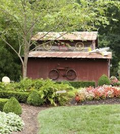 Building decoration | Living the Country | http://www.livingthecountrylife.com/buildings-fences/outdoor-ideas/9-ways-reuse-bicycle/