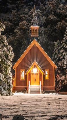 Oświetlona kapliczka pośród ośnieżonych drzew - Tapeta na telefon Cleaning Baking Sheets, Cleaning Stove Tops