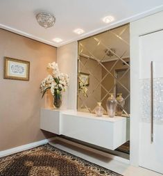 A modern entryway décor is a perfect opportunity to surprise your guests. You can create a sleek design with statement pieces or you prefer a more intimate and Entryway Furniture, Luxury Furniture, Furniture Design, Foyer Design, Hall Design, Home Entrance Decor, Entryway Decor, Home Decor, Entrance Hall