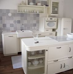 Kitchen Furniture, Cool Furniture, New Kitchen Cabinets, Farms Living, Retro Home Decor, Interior Design Kitchen, Home Decor Inspiration, Ideal Home, Shabby