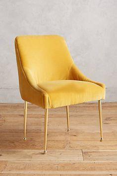 Kanskje friskt og stilig med knæsj gule spisebordstoler?