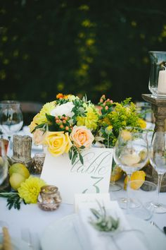 Peach and Yellow Floral Reception Decor   photography by http://www.leliascarfiotti.com