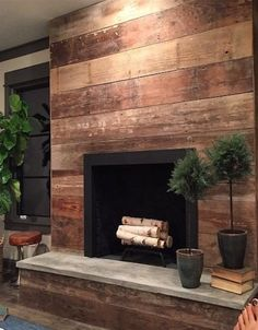 Wood-stained shiplap frames this beautifully contemporary fireplace to create a warm and rustic ambiance. The post Wood-stained shiplap frames this beautifully contemporary fireplace to create a appeared first on Decoration. Reclaimed Wood Fireplace, Staining Wood, Shiplap Fireplace, Wood Fireplace, Wood Fireplace Surrounds, Fireplace Remodel, Stained Shiplap, Fireplace, Fireplace Hearth