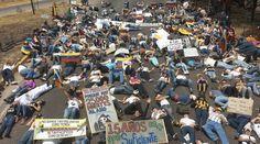 """19 de mar. de 2014 / """"Trancan la autopista sucre sambil - San Cristobal 1pm #19M ¡Resistencia y Rebeldía!"""""""