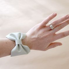 Too chic! This adorable #bow #bracelet is so easy to make. The #leather also adds a unique texture.