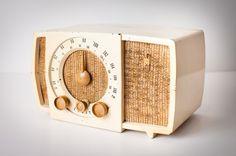 Vintage 1950s Zenith T723 AM FM Tube Table Radio, Bakelite Art Deco