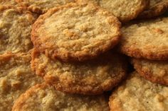 Rather than giving your cat an unhealthy diet for a change, you can make homemade cat cookies. There is a wide range of recipes of cat cookies. Cat Cookies, Spice Cookies, Oatmeal Cookies, Gluten Free Oatmeal Cookie Recipe, Agriculture, Sans Gluten Sans Lactose, Gourmet Cookies, Healthy Cookies, Biscuits