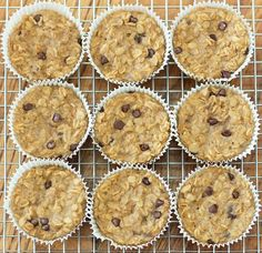 With these portable baked oatmeal cupcakes, you cook just once, and you get a delicious breakfast for the entire month!