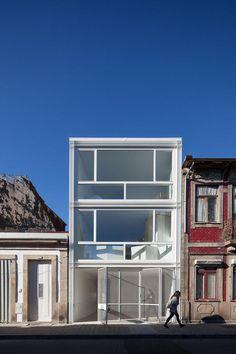 House in Lindo Vale by Cláudia Monteiro + Vitor Oliveira #moderne #architektur #modern #architecture