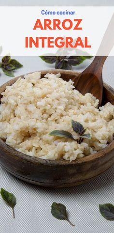 Cómo cocinar arroz integral perfectamente - Receta Fácil El arroz integral tiene más fibra y nutrientes; aunque no es tan versátil como el arroz blanco, puede prepararlo guisado con vegetales o diversas proteínas. Las opciones son múltiples, una vez que domine la técnica básica de cocción. #PizcadeHogar #Arroz #ArrozIntegral #Recetas