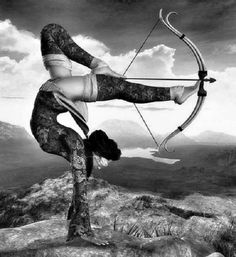 I plan on learning archery, and deepening my practice in yoga…so add this sweet move to the bucket list, eh? Samurai, Inspiration Tattoos, 3d Fantasy, Bow Arrows, Parkour, Urban Art, Martial Arts, Art Photography, Archery Photography