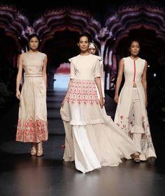Divya Reddy - Lakme Fashion Week - Day 4 - Look Lakme Fashion Week Website Lakme Fashion Week 2017, India Fashion Week, Fashion Show, Kurta Designs, Blouse Designs, Pakistani Dresses, Indian Dresses, Indian Outfits, White Fashion