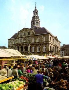 MAASTRICHT - Stadhuis op de Markt