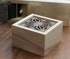 kumiko box - Fazer caixa maciça (interior escavado), mais baixa e tampa com padrão geométrico.