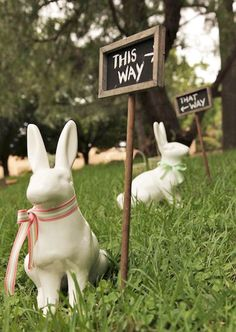 This way, that way theme-it-alice-in-wonderland-party Hoppy Easter, Easter Bunny, Easter Eggs, Easter Table, Alice In Wonderland Wedding, Wonderland Party, Easter Wedding Ideas, Easter Ideas, Diy Ostern