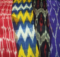 Philippines- T'nalakn is sacred cloth made from Abaca. the T'boli women who make them are called Dreamweavers. The T'boli tribe is from South Cotabato, Philippines Ethnic Patterns, Print Patterns, Asian Crafts, Filipino Fashion, Filipino Art, Philippine Art, Philippines Culture, Indigenous Tribes, Textiles