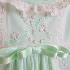 Love this color combination. Silk Ribbon Embroidery, Hand Embroidery Designs, Floral Embroidery, Baby Dress Patterns, Sewing Patterns, Smocking Baby, Punto Smok, Little Girl Dresses, Baby Dresses