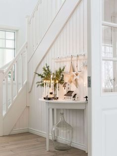 Keltainen talo rannalla: Maalaisjoulua Gelbes Haus am Strand: Country Christmas French Country Christmas, Christmas Decorations For The Home, Christmas Home, Holiday Decor, White Christmas, Elegant Christmas, Style Cottage, White Cottage, Cottage Chic
