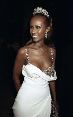 Iman en robe Versace au gala du Met en 1997