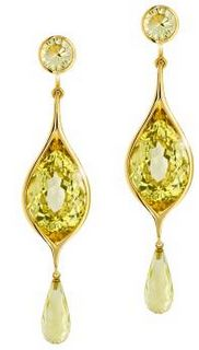Emmanuel Dietrich is launching a new jewelry collection including these pair of earrings, called Honey Dream. That name sounds just right!  The earrings are made of pear-cut lemon quartz, with round-cut and briolette-cut citrines. These two varieties of quartz are set on a yellow gold frame.