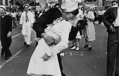 Διεθνής Ημέρα φιλιού: Τα ιστορικά φιλιά |thetoc.gr