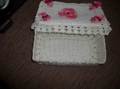 Receitas de colas caseiras para endurecer crochê C2c Crochet, Beanie, Hats, Maria Clara, Biscuit, Homemade Necklaces, Crochet Case, Crochet Slippers, Crochet Baskets