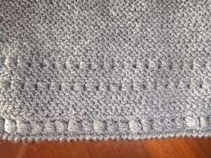 Detalle de la chaqueta de niña en lana gris.  Hecha por María Landín