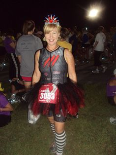 Everyone needs a race day tutu! Follow this tutorial to make your own! #shrinkingjeans
