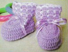 very easy baby booties crochet pattern - big photo Crochet Girls, Love Crochet, Beautiful Crochet, Crochet For Kids, Knit Crochet, Crochet Baby Shoes, Crochet Baby Booties, Crochet Slippers, Crochet Clothes