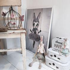 Shabby corner  #babyroom #babydecor #nursery #nurseryinspo #nurseryinterior  #barnrum #barneskatter #barnrumsinspo #kinderzimmer #kidsdecor #kidsfashion #kidsclothes #ootd #vintagebaby #børnetøj #babyclothes #babybloomers #littleballerina #maileg #loukrudt #mrsmighetto #numero74