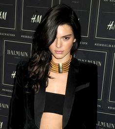 Kendall Jenner en veste et bijoux Balmain x H&M