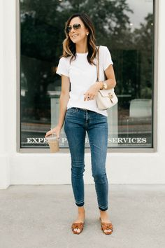 mom outfits 5 Basics Every Girl Should Invest In Summer Outfits For Moms, Casual Outfits For Moms, Basic Outfits, Simple Outfits, Cute Outfits, Jeans Outfit Summer, Pretty Outfits, Girl Outfits, Capsule Wardrobe Mom