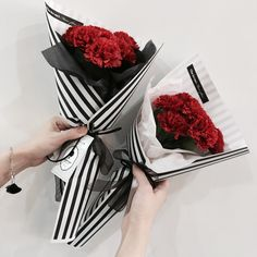 Beautiful Bouquet Of Flowers, Fresh Flowers, Dried Flowers, Graduation Flowers Bouquet, Flower Bouquet Wedding, Crepe Paper Flowers, Fabric Flowers, Flower Shop Decor, Flower Truck