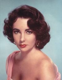 A Hollywood legend is gone, as Elizabeth Taylor has died. Here, a look back. Although Elizabeth Taylor first first appeared on screen at the age of nine, 1950s Hair And Makeup, Hair Makeup, 1950s Makeup, Makeup Film, Vintage Makeup, Makeup Art, Eye Makeup, Vintage Haircuts, 1950s Hairstyles Short