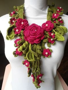 Miss Flor Croche very pretty. I would like to use this as a collar on a dress or shirt. :-)