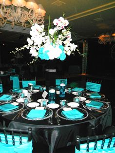 Black and Teal wedding reception @Charity Martin ...but instead of black...brown :)