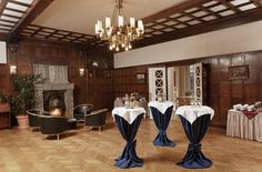 """Hotel Schloss Schweinsburg near Zwickau in Saxony is the perfect location for romantic weddings, birthday celebrations and lively parties for up to 300 people. During the summer months, you can welcome your guests in the open air in the beautiful Baroque garden and picturesque courtyard. The historical """"Rittersaal"""" (Great Hall) and the fine ladies' parlour are perfectly suited for glamorous dances and banquets."""