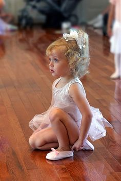 I so want to photograph a ballet class someday! I always loved the ballet growing up. What precious memories to give parents. : ) --Beba