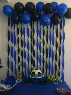 In Soccer Party Decoration you take this idea for the theme of Barcelona and use red and blue balloons and streamers. Add some yellow too! - Decoration For Home Balloon Decorations, Birthday Party Decorations, Decoration Party, Graduation Party Ideas High School, Graduation Diy, Crape Paper Decorations, Diy Birthday Backdrop, Batman Party Decorations, Ideas Party