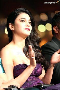 Bollywood Cinema, Bollywood Actress Hot Photos, Telugu Cinema, Actress Photos, Hindi Actress, Malayalam Actress, Parneeti Chopra, Bollywood Movie Reviews, Shruti Hassan