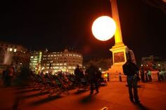 Tropicana lit up Trafalgar Square 2 hours ahead of schedule, on Monday 22nd January, to brighten a wintry morning for early starters.