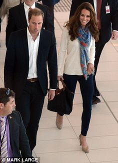 A crowd of hundreds greeted William and Kate, who had changed, despite them only being in Australia for a matter of hours. September 19, 2012