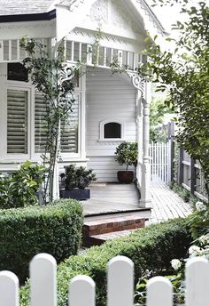 A modern Scandi-style renovation transformed this Edwardian home - The home exterior& Edwardian period features were beautifully restored and painted a fresh sh - Style At Home, Exterior Shutter Colors, Exterior Shutters, Beautiful Gardens, Beautiful Homes, Home Improvement Loans, Low Maintenance Landscaping, Australian Homes, Scandi Style