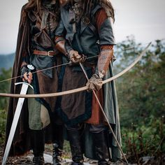 Medieval archer and swordsman High Fantasy, Medieval Fantasy, Fantasy World, Fantasy Art, Medieval Archer, Medieval Dress, Fantasy Inspiration, Story Inspiration, Character Inspiration