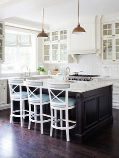 More ideas below: Small L Shaped Kitchen With Island Floor Plans Galley L Shaped Kitchen Layout Design Farmhouse L Shaped Kitchen With Peninsula Tiny L Shaped Kitchen Remodel Ideas L Shaped Kitchen With Pantry and Bar Black Kitchens, Home Kitchens, New Kitchen, Kitchen Decor, Kitchen White, Kitchen Ideas, Design Kitchen, Kitchen Colors, Kitchen Wood