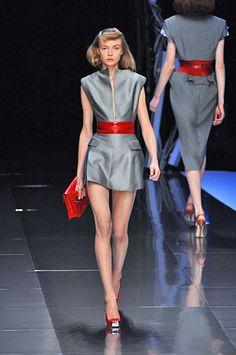 alexander mcqueen runway | British designer 'Alexander Mcqueen' is known for his provocative and ...