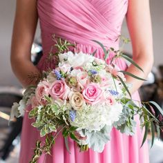 A plethora of pretty flowers #ontheblog today courtesy of a lovely Vintage Bliss Wedding Photoshoot by @jclairephoto @dottedevents and @zuzuspetalsevents  #dreamwedding #bouquet #bouquets #flowers #wedding #weddings #weddingflowers #weddingbouquet #peachwedding #vintagewedding #weddingideas #weddinginspiration #sophisticatedbride #bellethemagazine by bellethemagazine
